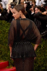 Beyonce+Knowles+Red+Carpet+Arrivals+Met+Gala+AHKRnlKB0pgl-335x500